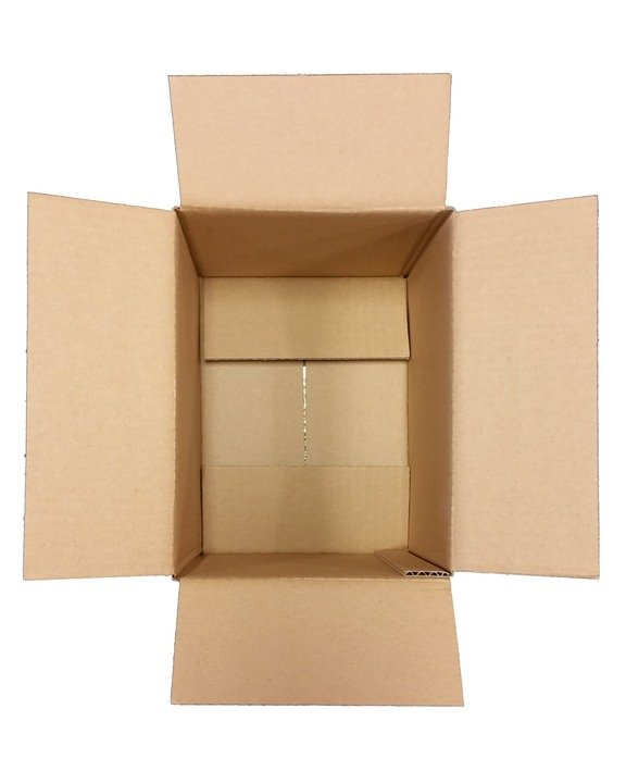 observar la forma de las cajas de carton para decorarlas