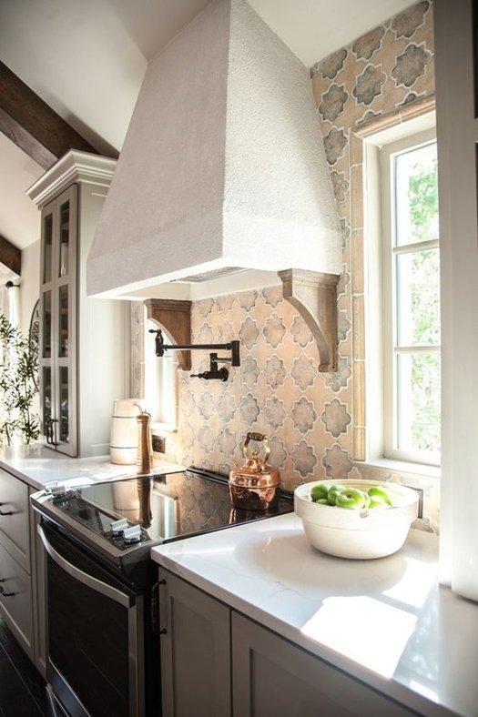 Clásica campana extractora de humos para cocinas rústicas.
