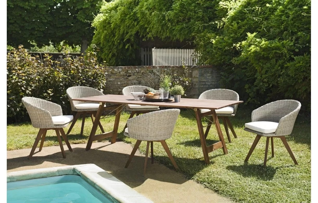salon de jardin avec 6 chaises en rotin
