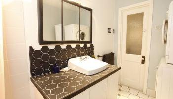 Carreler un meuble lavabo pour une salle de bain unique ...