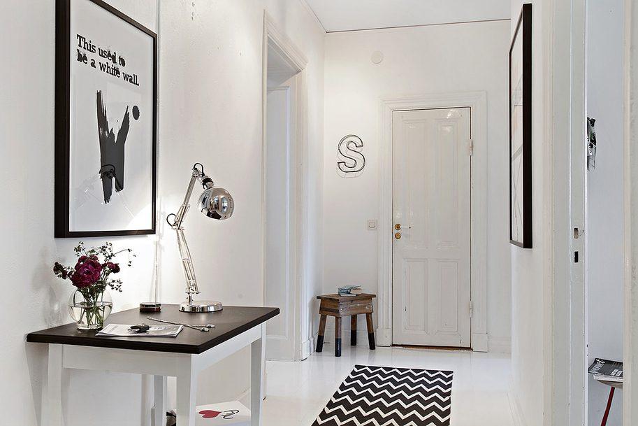 Recibidor escandinavo en blanco y negro