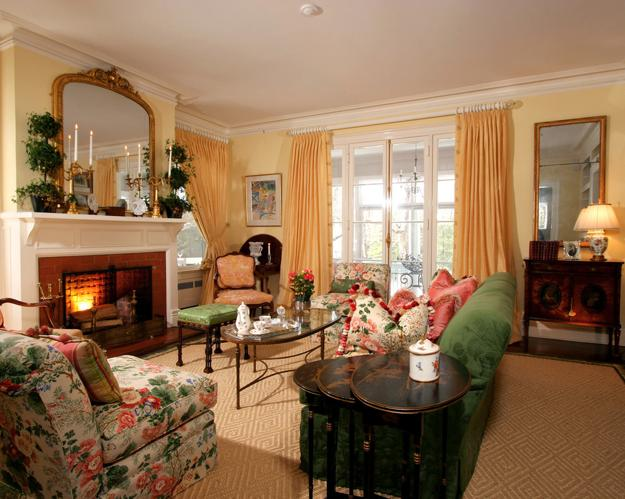 Red/black/white living rooms, followed by 219 people on pinterest. 20 Modern Interior Decorating in Traditional English Style