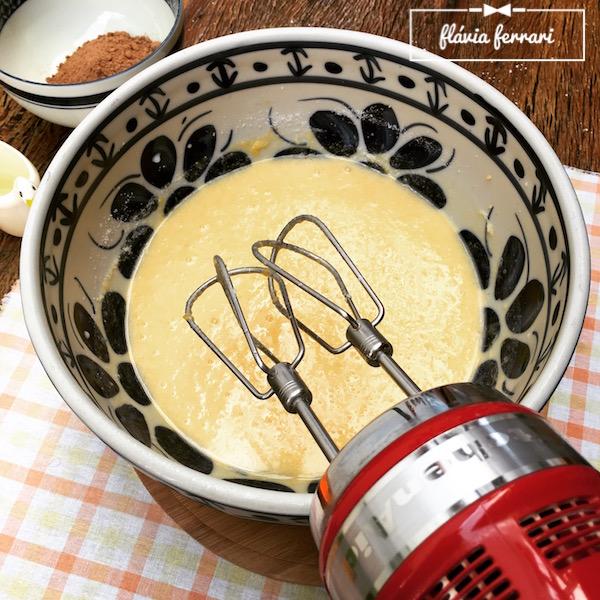 Mistura de bolo com batedeira