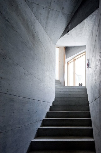villa-vals-escaleras
