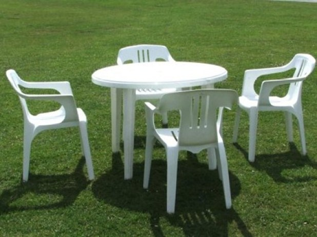 mesas y sillas de plastico