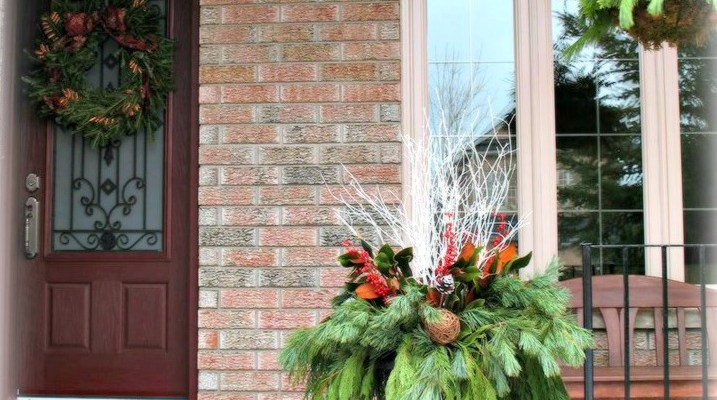 Winter Staging Tip: Importance of adding a planter to the front of your house