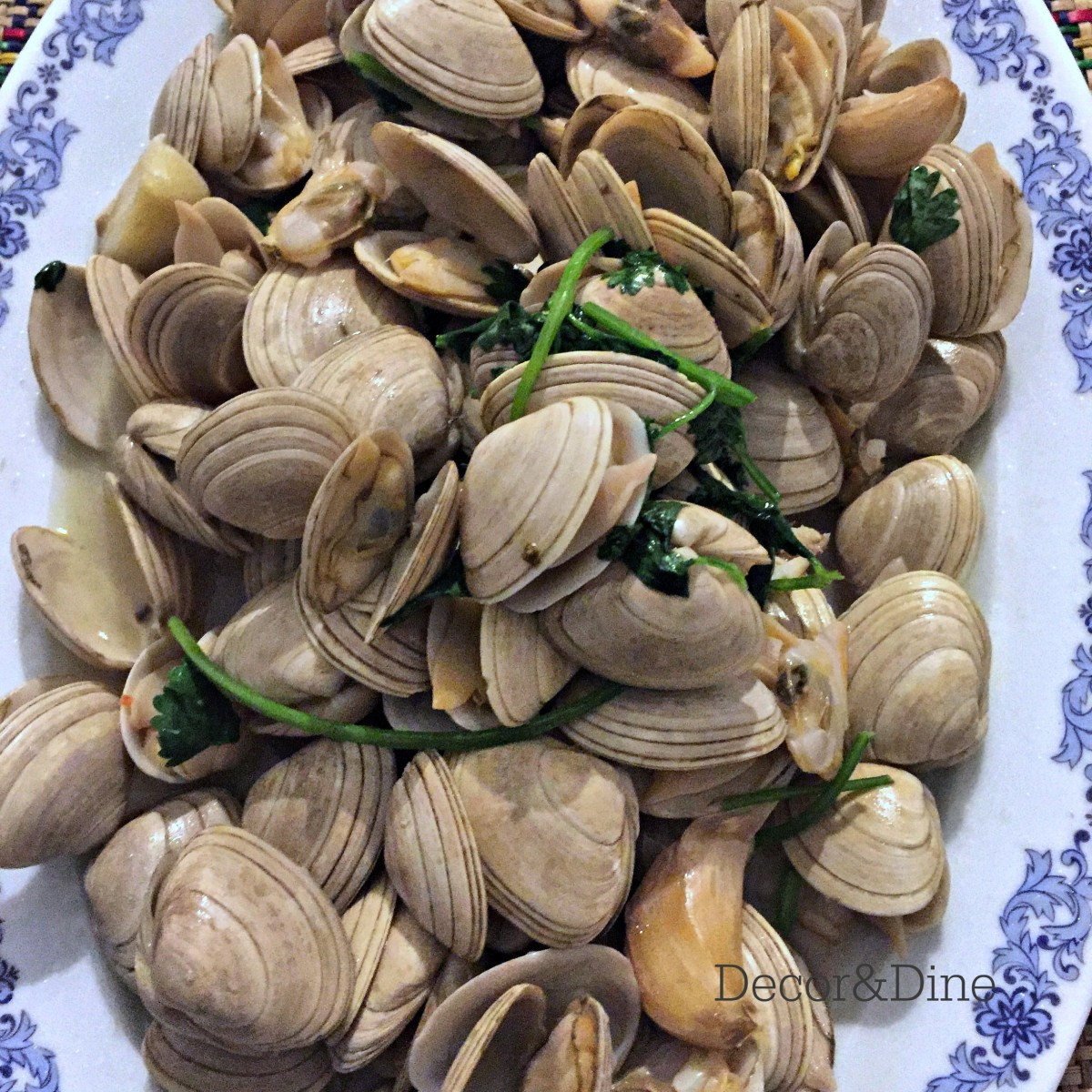 Clams in Garlic Sauce