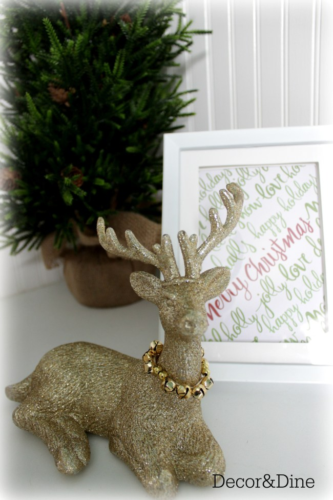 Reindeer decor & framed Christmas paper