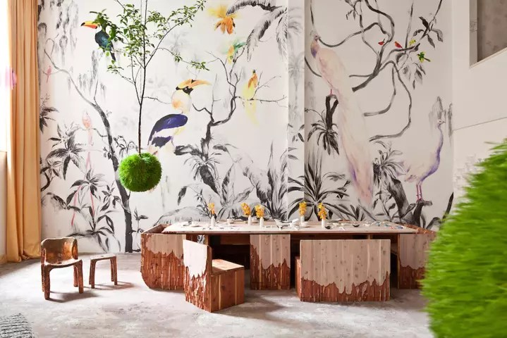Flora y fauna en tus paredes: papel pintado lleno de naturaleza.