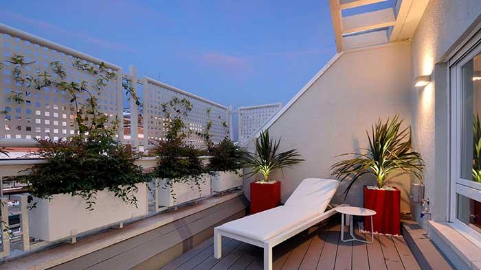 Decoración con plantas para una terraza pequeña