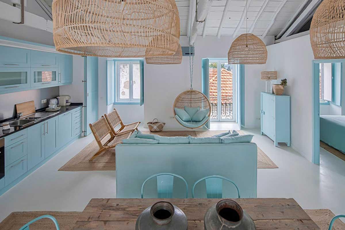 Ratán y azul en una perfecta casa playera
