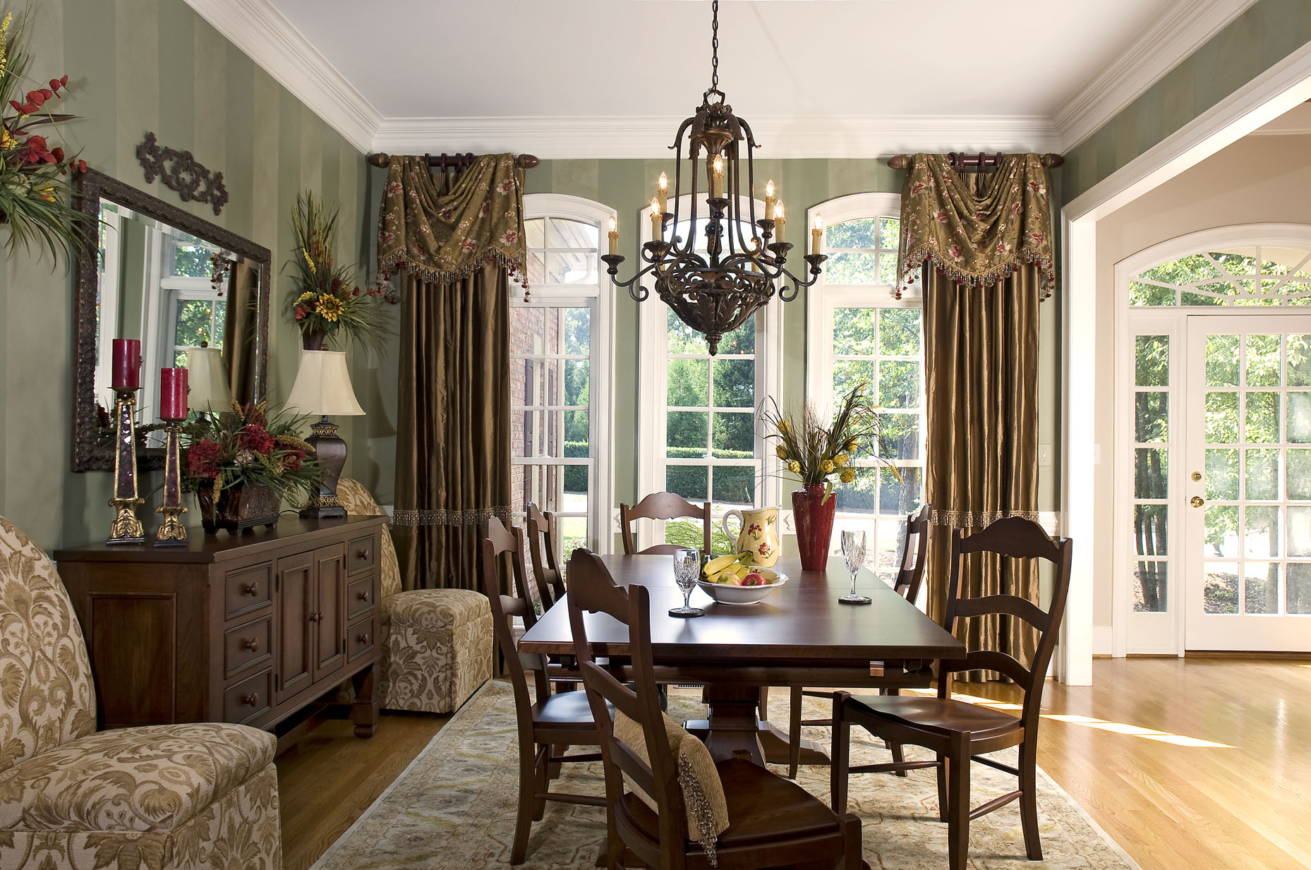 Window Treatments with Drama and Panache! | Decorating Den ... on Dining Room Curtain Ideas  id=49415