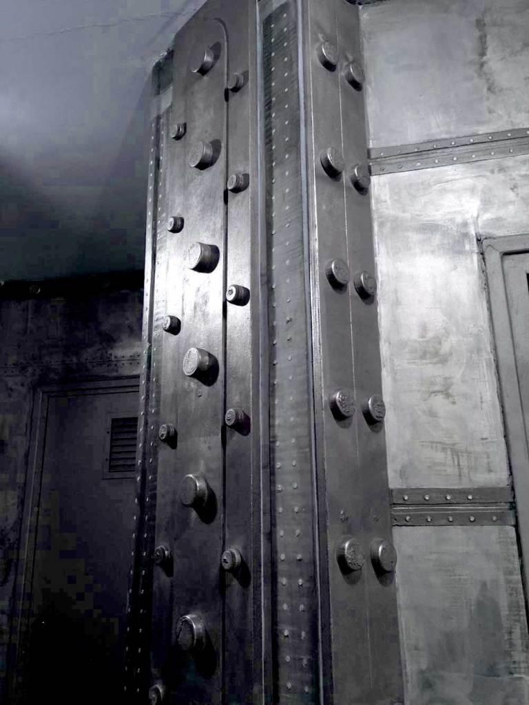 IPN industriels et décoration de style également industriel avec murs métallisés