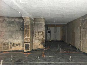 Préparation du sol et murs industriels avant plafond