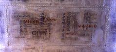 pochoir décoratif sur mur métalisé