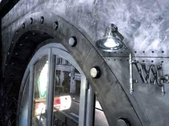 mur industriel boulonné acier et zinc