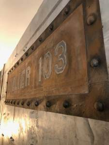 enseigne publicitaire décoration style industriel en trompe l'oeil métal
