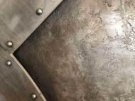mur en trompe l'oeil métal oxydé et frappé style industriel