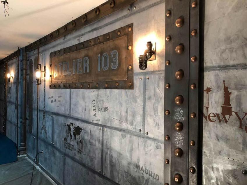 Le décor cinema style industriel décoration murs métal et IPN style eiffel