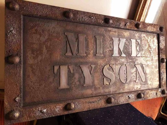 plaque customisée mike tyson