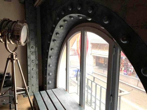 Déco style Eiffel arche boulonnée et métallisée