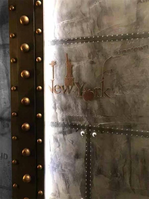décorateur d'intérieur style industriel et IPN style Eiffel sur murs métal