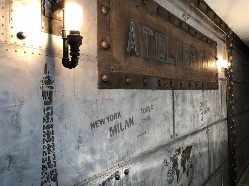 trompe l'oeil mural murs metal et enseigne béton métallisé relief 3D