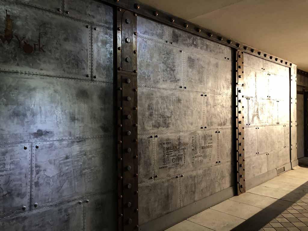 Décoration industrielle style Eiffel IPN et murs métal