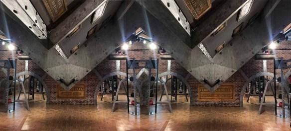 rénovation d'un hall d'immeuble ancien avec des poutres bois métallisée