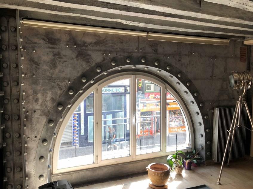 brasserie style industriel fenêtre demi lune style Eiffel