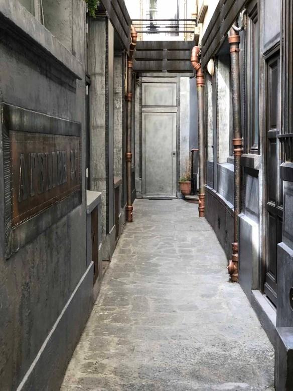 Décoration hall d'immeuble extérieur murs métal