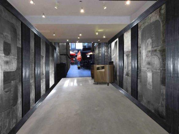 rénovation d'un hall d'immeuble ancien mur métal style industriel