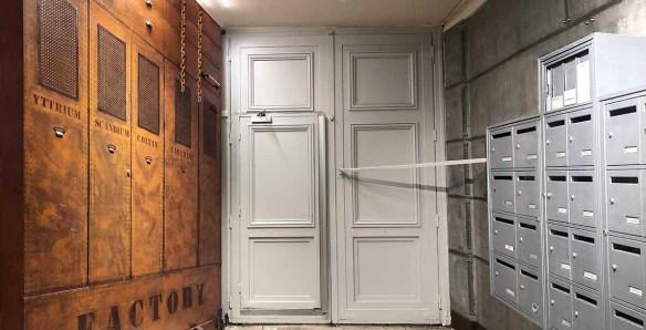 Rénovation et décoration hall immeuble murs métal style industriel