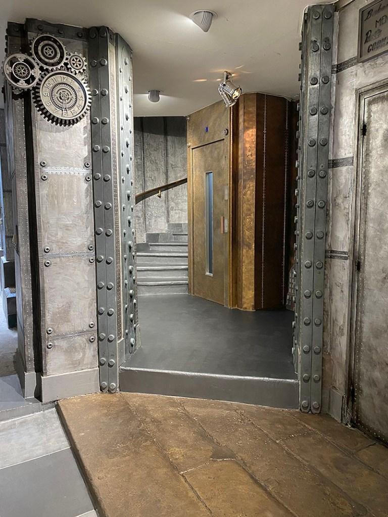 décoration immeuble paris mur métal style industriel et IPN style eiffel