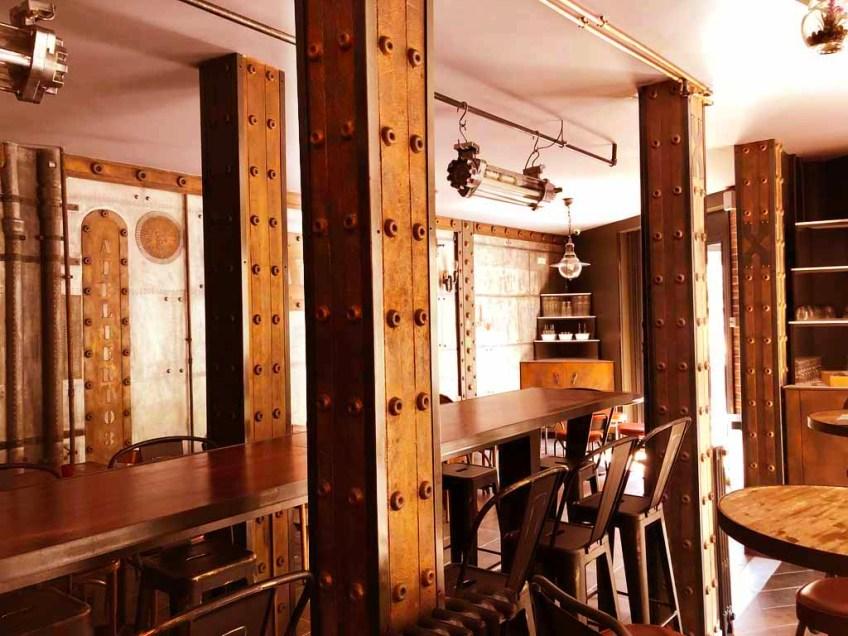 décoration sandwicherie style industriel et IPN style Eiffel