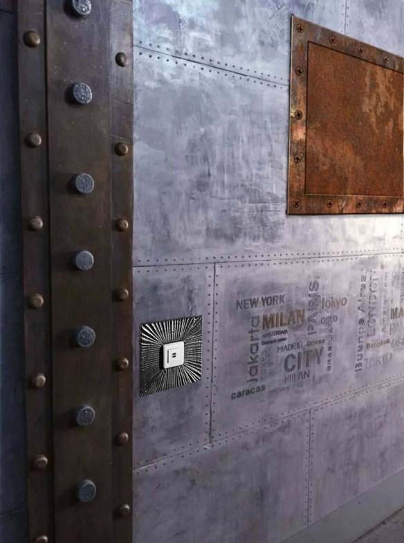 Décoration de luxe avec IPN Eiffel et mur zinc argenté style industriel