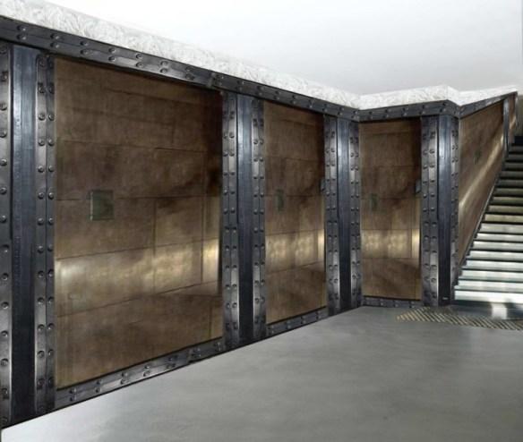 Bar à vins style industriel et murs métal et IPN style eiffel
