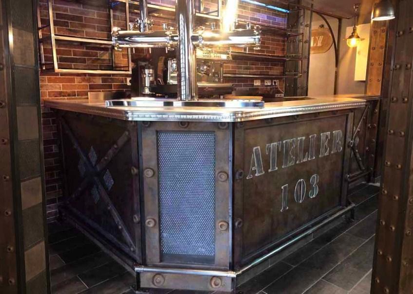 comptoir de bar métal style Eiffel et industriel