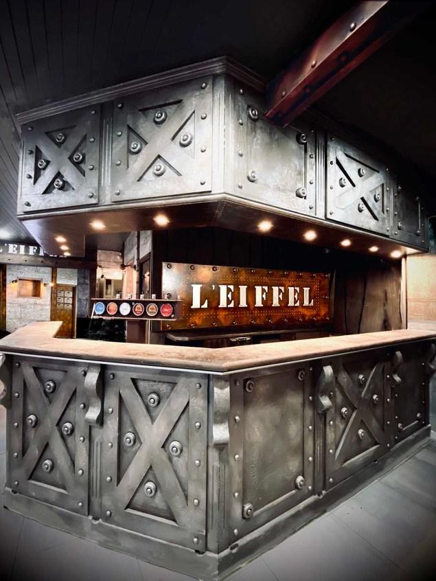 comptoir bar industriel métallisation et style Eiffel ajouté