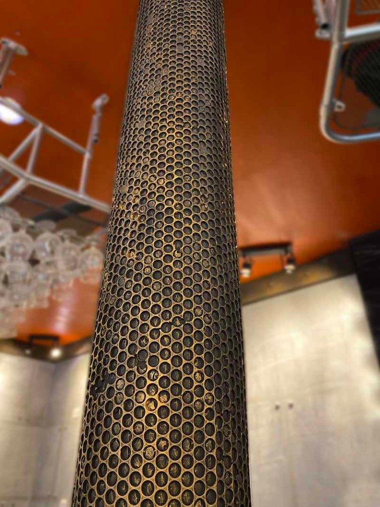 comptoir de bar en métal industriel