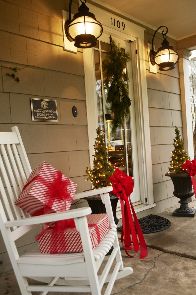 40 Christmas Porch Decorations Ideas You Will Fall In Love ... on Patio Decorating Ideas With Lights  id=94659