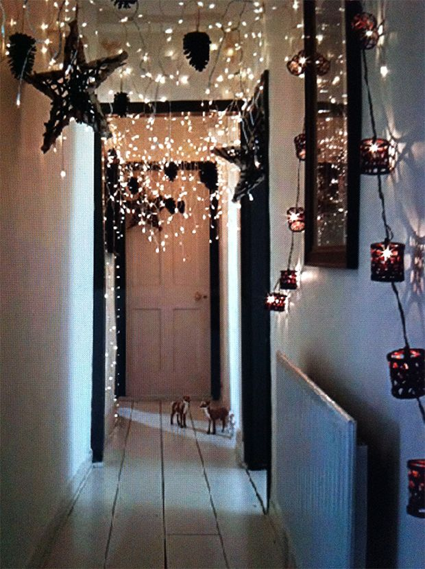 There's something about the emptiness or untidiness of an undecorated room that instantly strikes anxiety into the heart of a type a personality. Top 30 Indoor Christmas Lights Decoration Ideas