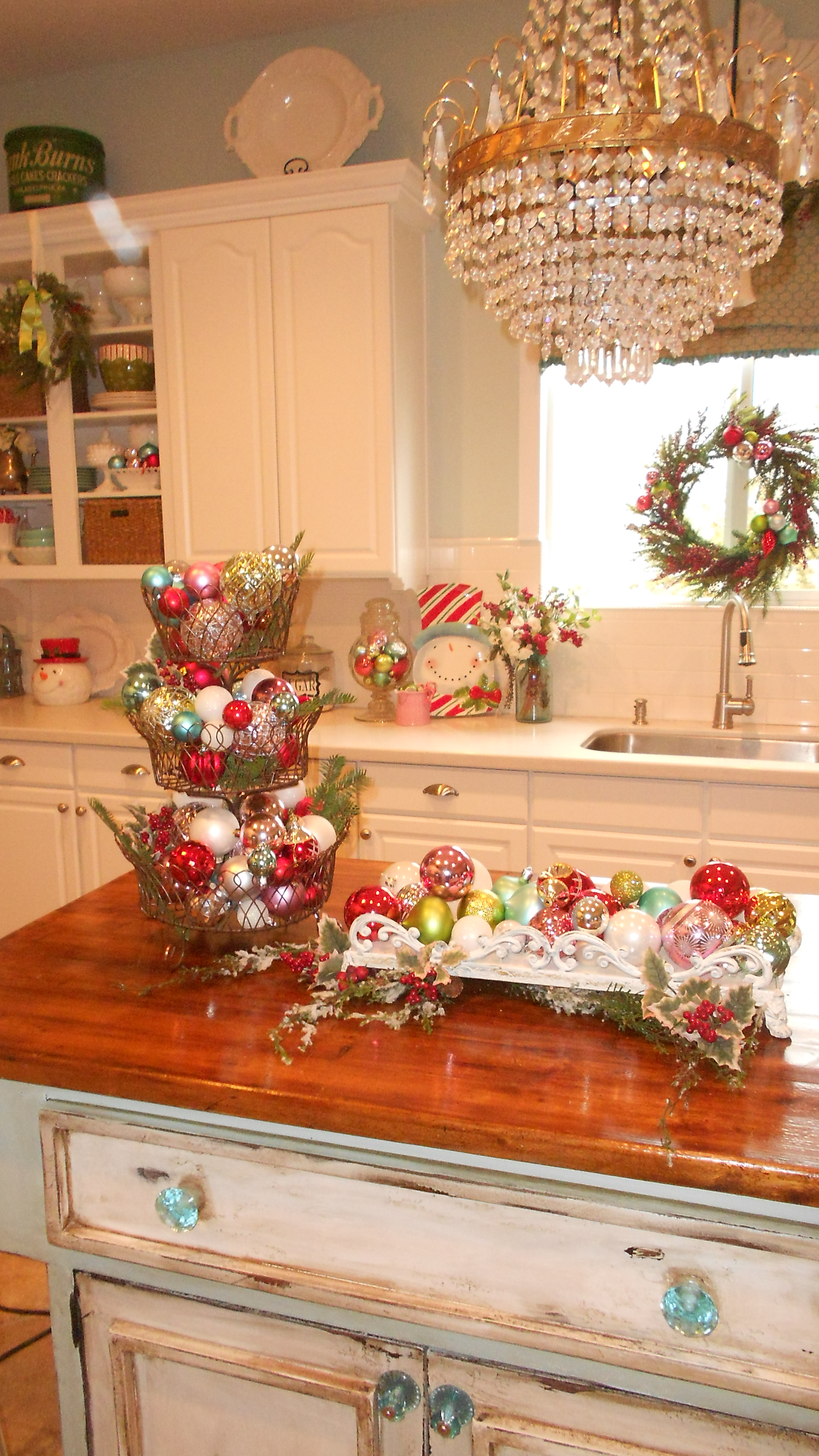 Top 40 Christmas Decorations Ideas For Kitchen ... on Kitchen Decoration Ideas  id=61038