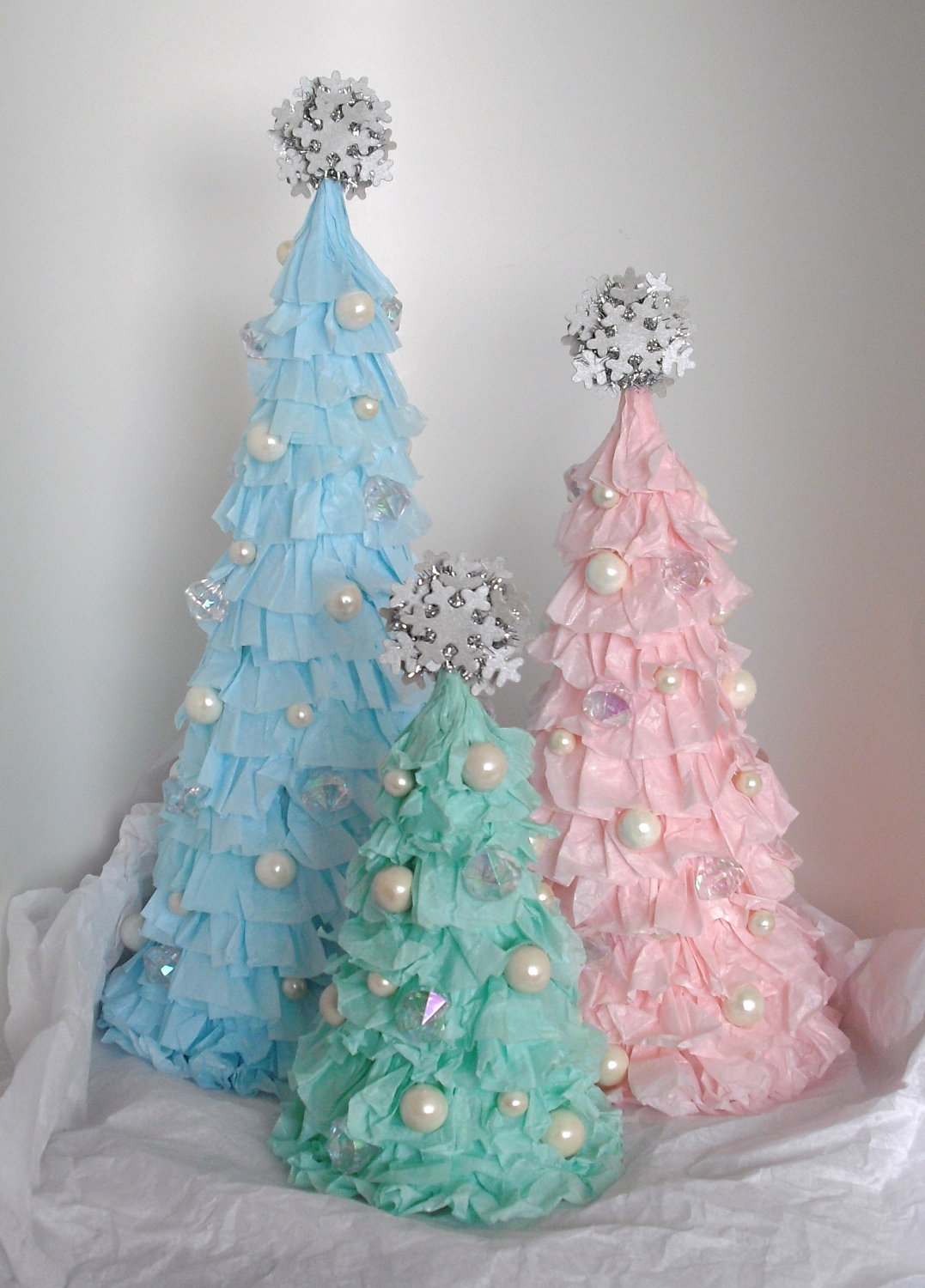 It's best that you limit this option only to the rooms of older teenagers and adults. 40 Fantastic Shabby Chic Christmas Decoration Ideas