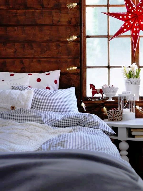 30 Christmas Lights Decorations For Bedroom You Can Try