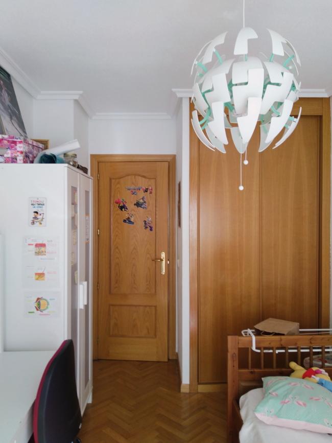 ANTES: armarios en la habitación de mi hija adolescente.