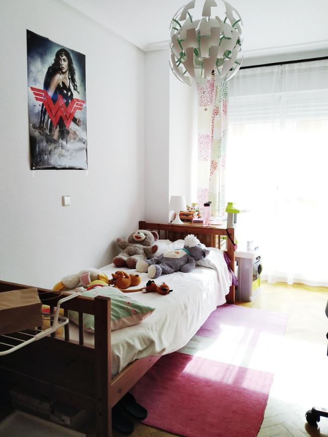 ANTES: cama y cocinita en la habitación de mi hija adolescente.