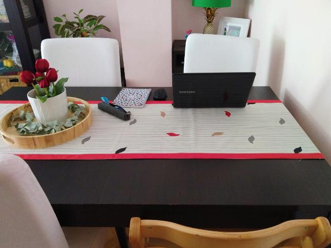 mi espacio de trabajo en la mesa del comedor
