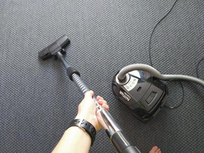 aspirar a fondo para limpiar alfombras - limpieza de primavera