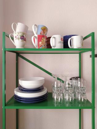 procura no atiborrar las baldas a la vista en una cocina: ANTES